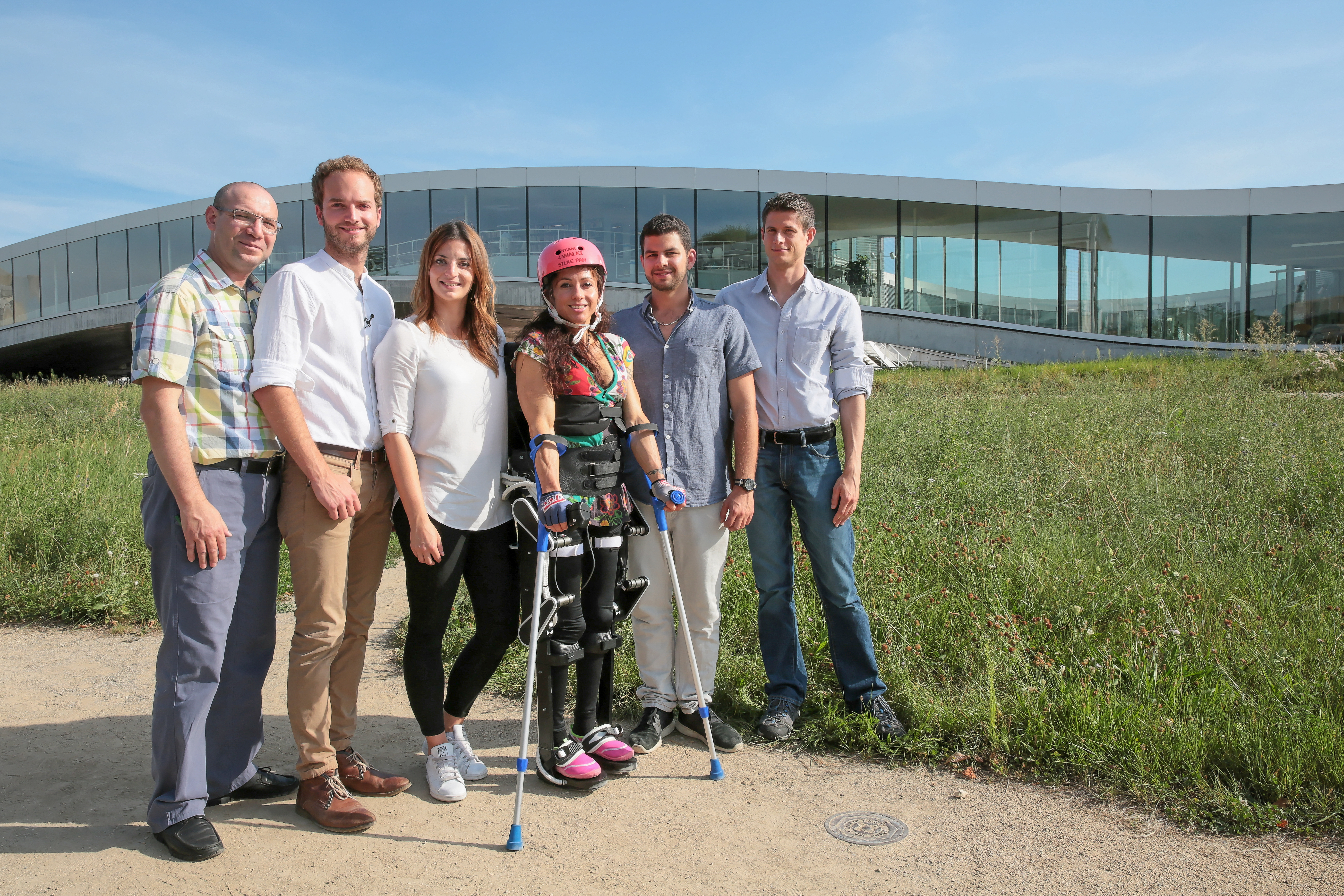 PolyWalk team with TWIICE in front of Rolex Learning Center, EPFL